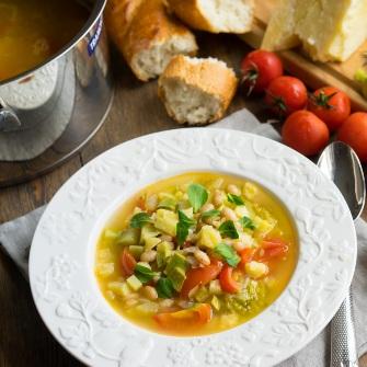 Итальянский суп Минестроне из овощей и зелени-диетический